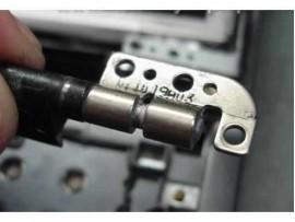 POPRAVILO OHIŠJA IN OBNOVA PANTOV LCD ZASLONA NA PRENOSNIKU - ZAHTEVNO